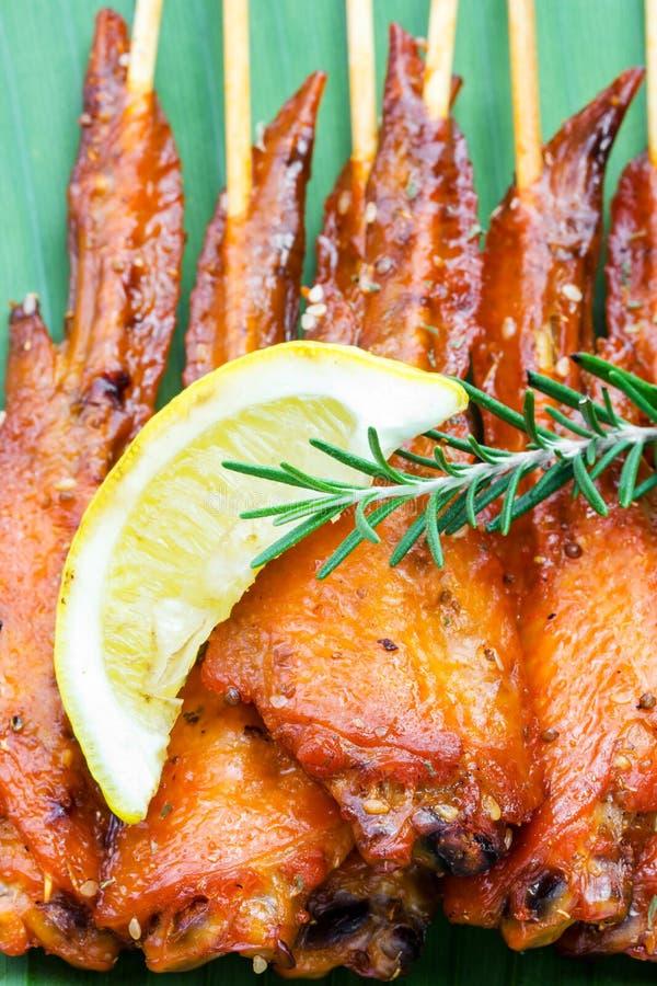 Verse gemaakte kippenvleugel satay vleespen royalty-vrije stock foto's