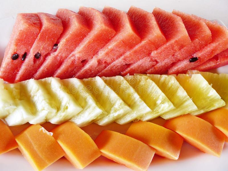 Verse gemengde vruchten voor gezond dieet stock afbeeldingen