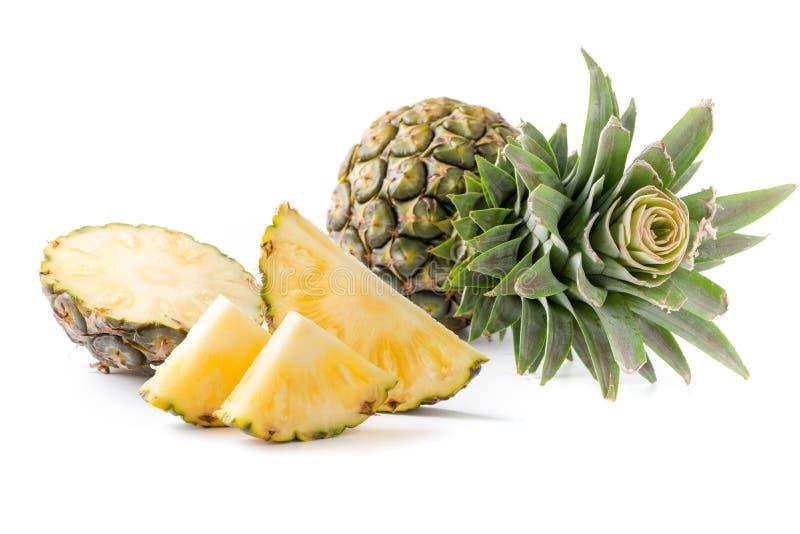 Verse gesneden die ananas op wit wordt geïsoleerd royalty-vrije stock foto's