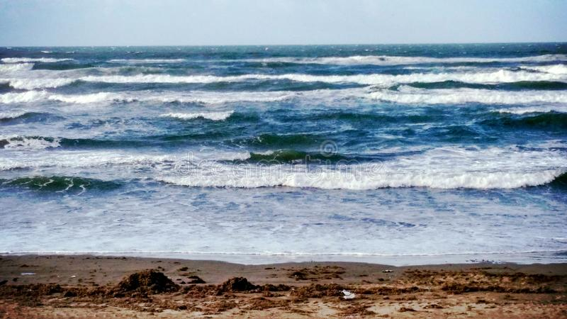 Verse golven in strand royalty-vrije stock afbeeldingen