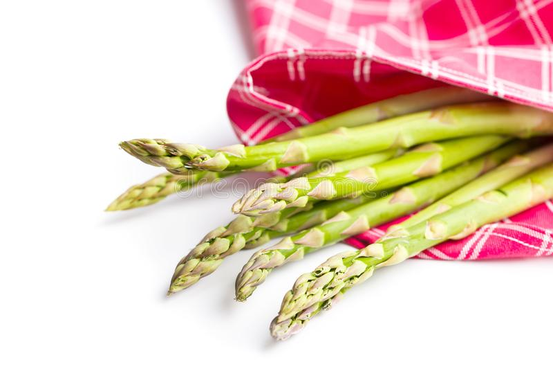 Verse groene asperge op servet royalty-vrije stock foto