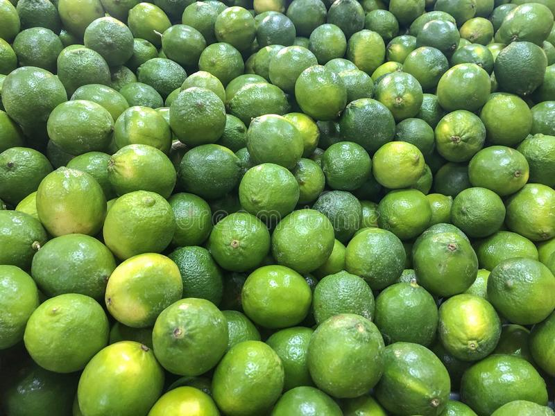 Verse groene citroen op de opslaglijst royalty-vrije stock foto's