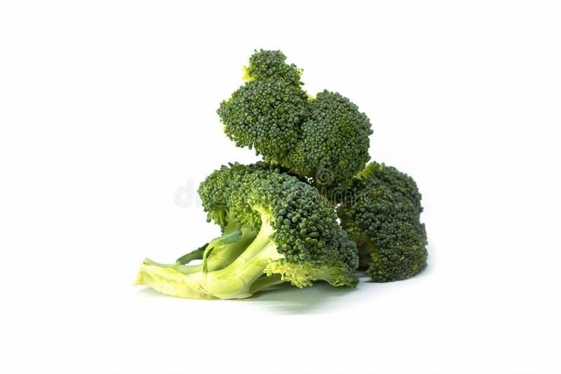 Verse groene die broccoli op witte achtergrond worden ge?soleerd stock afbeelding