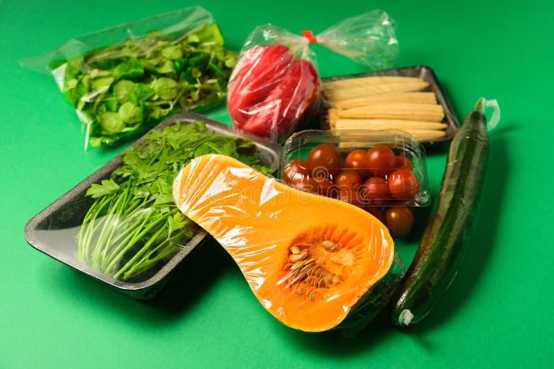 Verse groenten in beschikbaar plastic pakket royalty-vrije stock fotografie