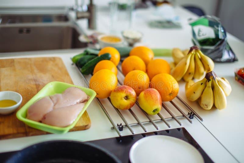 Verse groenten en ruwe vlees dichte omhooggaand Gezond voedsel royalty-vrije stock foto's