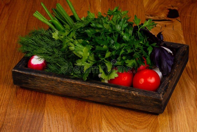 Verse groenten met kruiden stock foto's