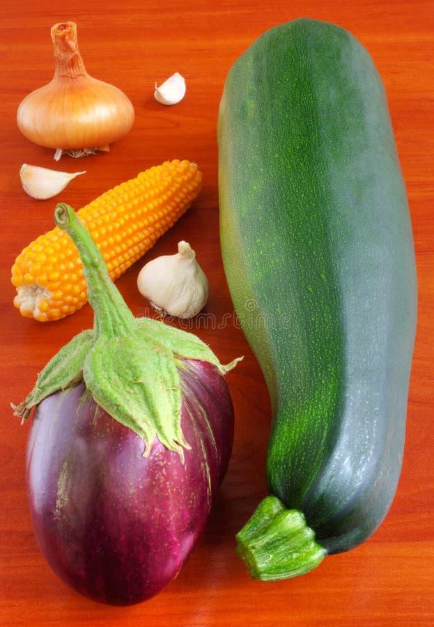 Verse groenten op houten lijst royalty-vrije stock foto