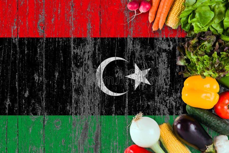 Verse groenten van Libi? op lijst Het koken concept op houten vlagachtergrond stock afbeelding