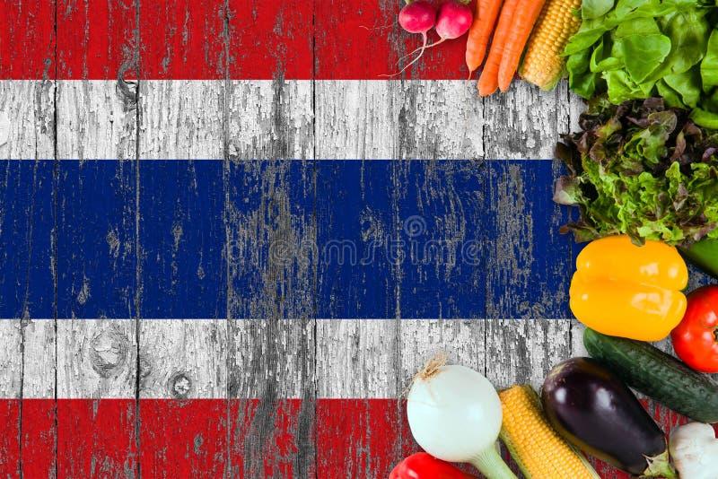 Verse groenten van Thailand op lijst Het koken concept op houten vlagachtergrond stock afbeelding
