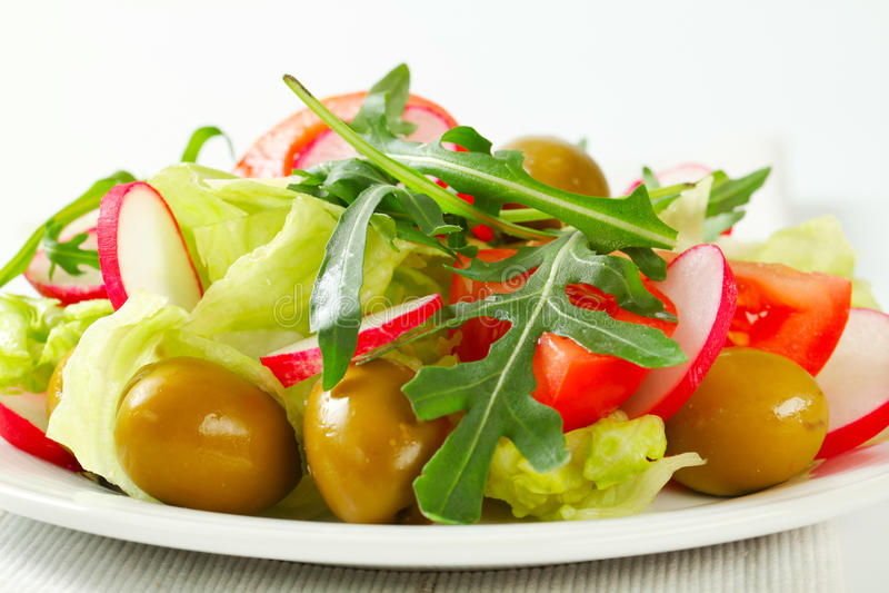 Verse groentesalade stock afbeelding