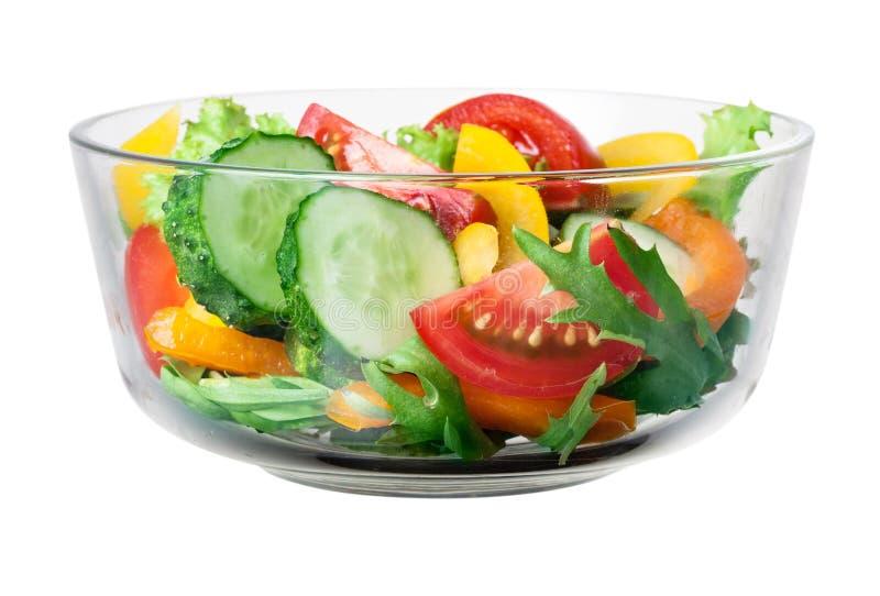 Verse groentesalade in een kom. Met het knippen van weg stock afbeeldingen