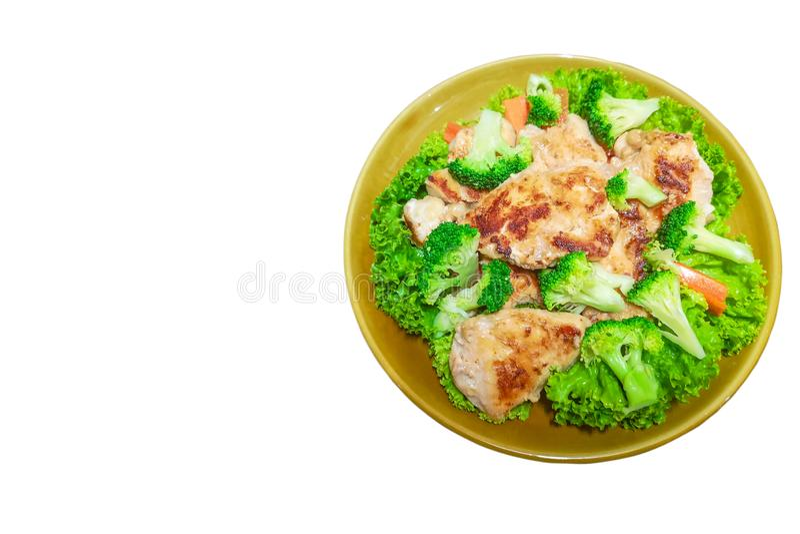 Verse groentesalade met geroosterde kippenradijs en mengelingsbroccoli en wortel De salade van de kip Gezond voedsel stock foto's