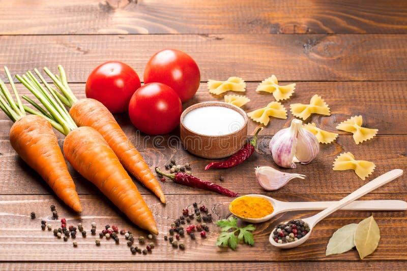 Verse ingrediënten voor het koken stock afbeeldingen