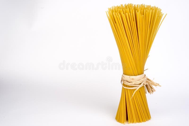 Verse Italiaanse tarwedeegwaren, spaghetti stock afbeelding
