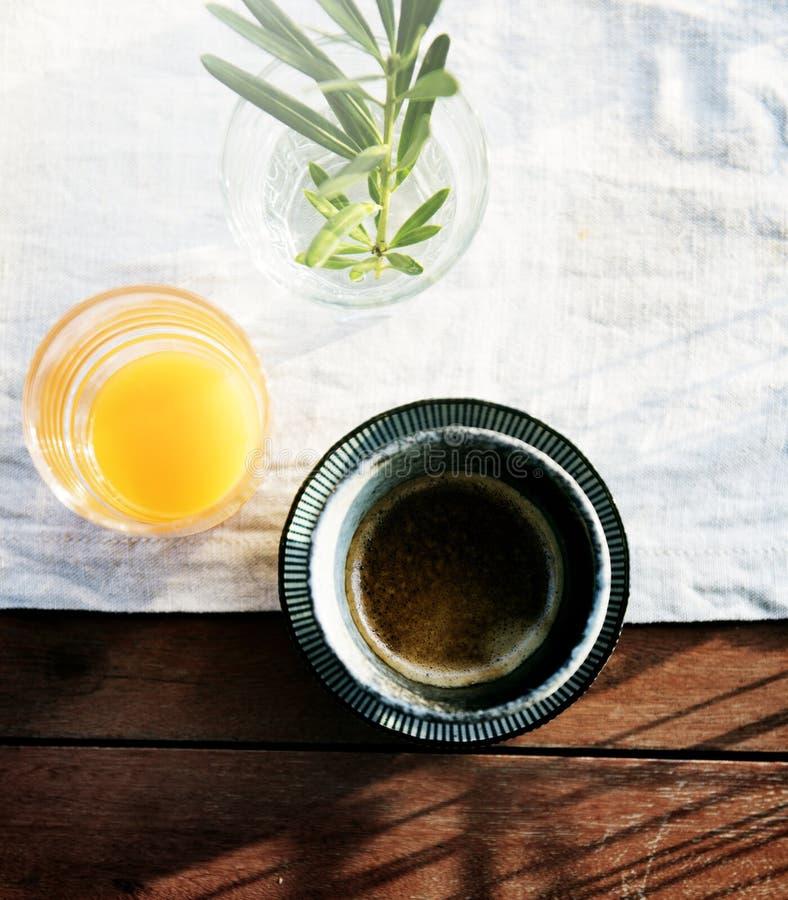 Verse Jus d'orange en Koffie met Wit Doekconcept stock foto