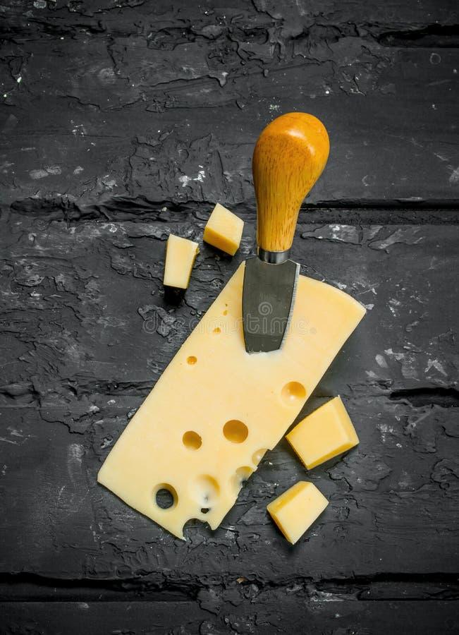 Verse kaas met mes stock foto
