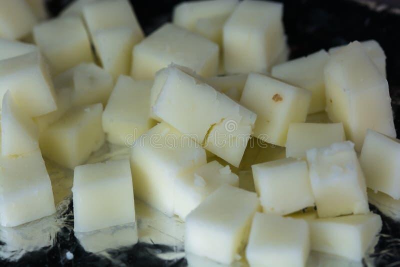 Verse kaas in stukken stock afbeelding
