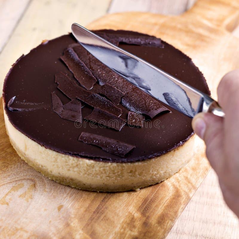 Verse klassieke eigengemaakte Kaastaart met donker chocoladebovenste laagje royalty-vrije stock fotografie