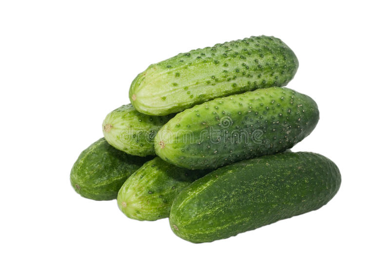 Verse komkommers die op wit worden geïsoleerdr stock afbeeldingen