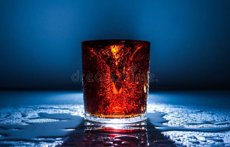 Verse koud drinkt van de de brandbeweging van de wateractie gezond de plonsfruit, royalty-vrije stock foto