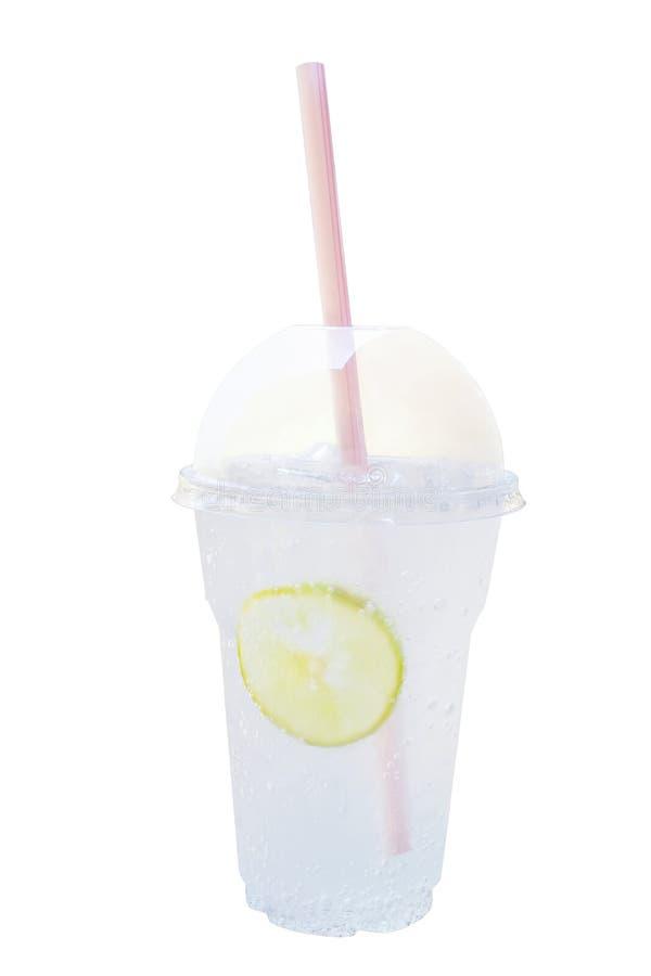 Verse koude citroensoda, sprankelende limonade frisdrank in plastiek royalty-vrije stock foto's