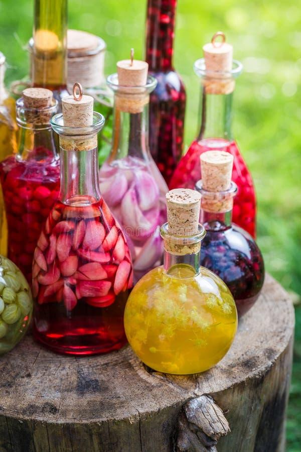 Verse likeur met alcohol en vruchten royalty-vrije stock foto's
