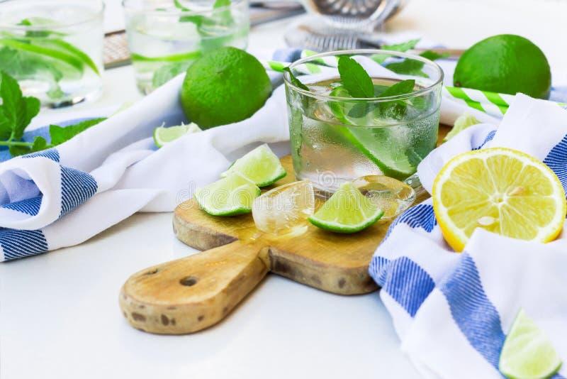 Verse limonade in een glas stock afbeelding