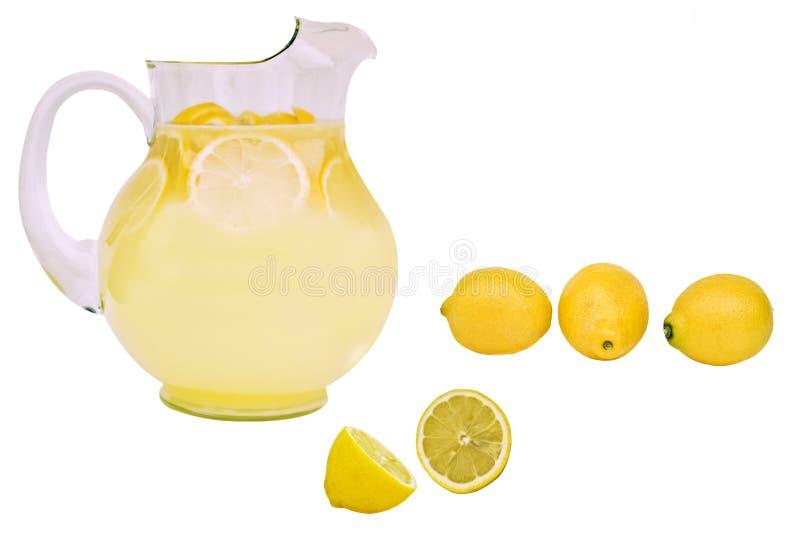 Verse limonade met citroenen royalty-vrije stock afbeeldingen