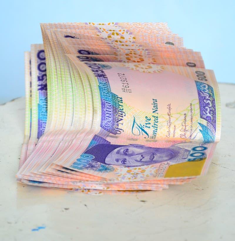 Verse munt van vijf honderd Naira nota's royalty-vrije stock foto's