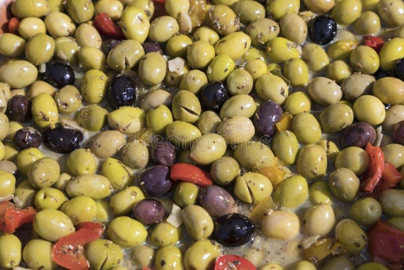 Verse olijven bij de markt royalty-vrije stock afbeeldingen