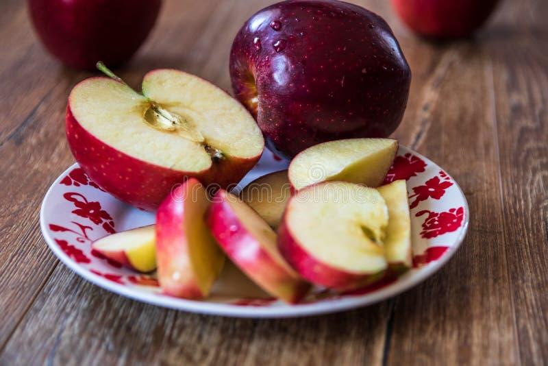 Verse organische grote rode appelen royalty-vrije stock fotografie