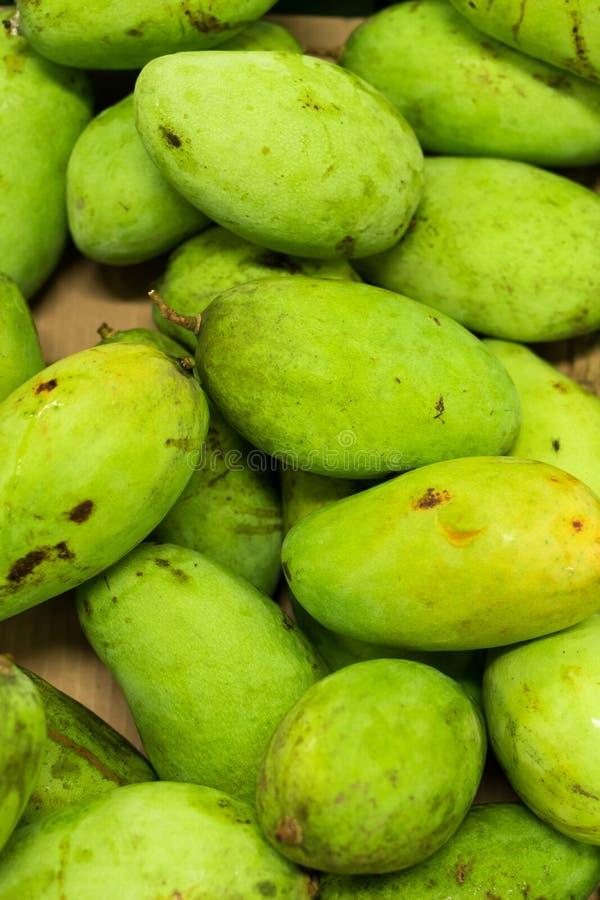 Verse organische mango in markt van het tropische eiland van Bali, Indonesië stock afbeelding