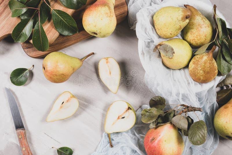Verse Organische Peren De achtergrond van het fruit De oogst van de perenherfst stock afbeelding