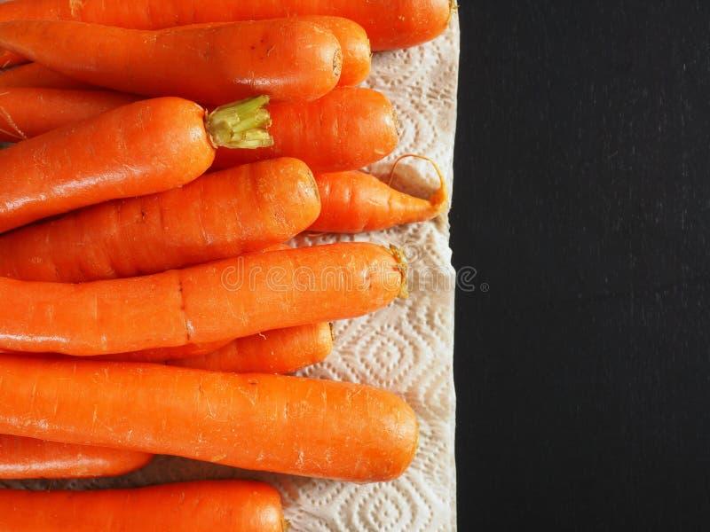 Verse organische wortelen, hoogste mening royalty-vrije stock fotografie
