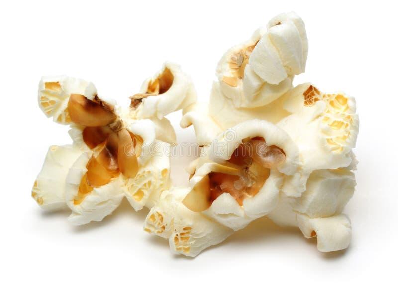Verse popcorn die op wit wordt ge?soleerdn stock foto's