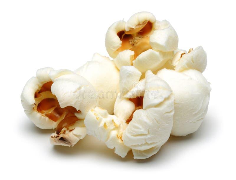 Verse popcorn die op wit wordt ge?soleerdn stock foto