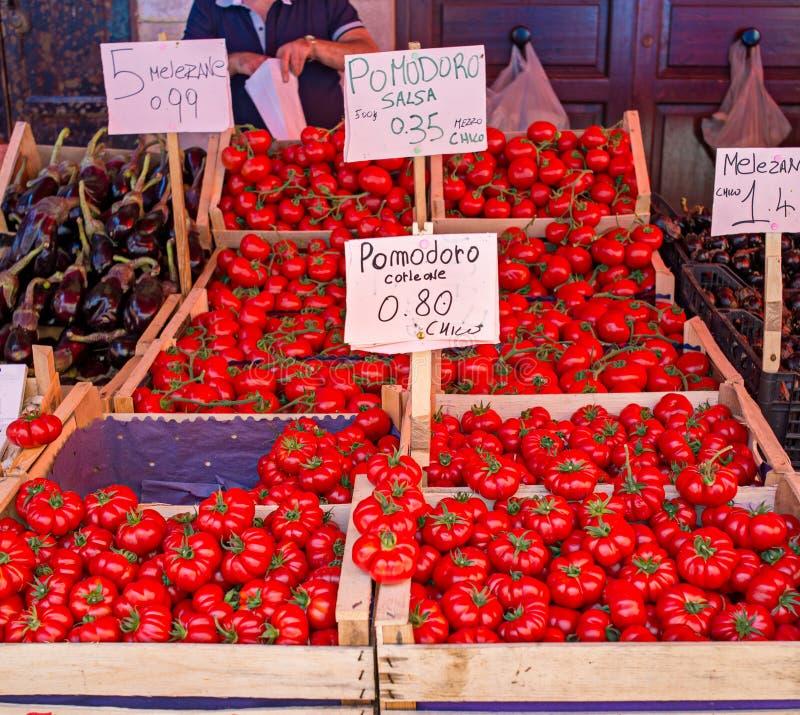 Verse rijpe tomaten van Corleone, Italië royalty-vrije stock foto's