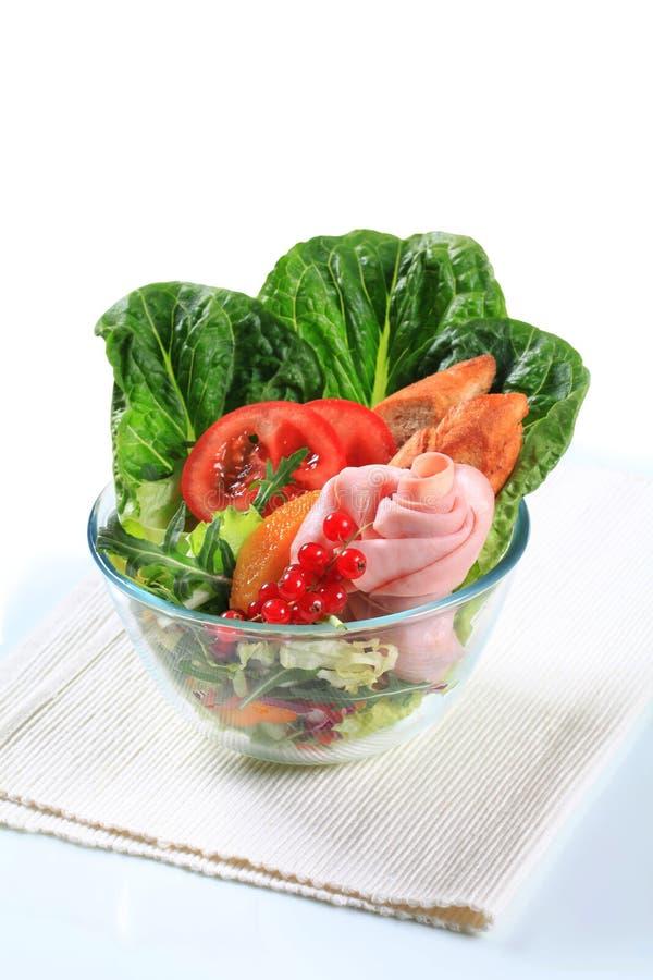 Verse salade met ham stock foto