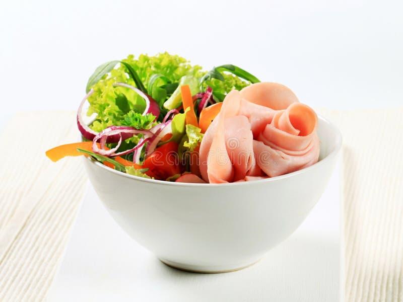 Verse salade met ham royalty-vrije stock afbeelding
