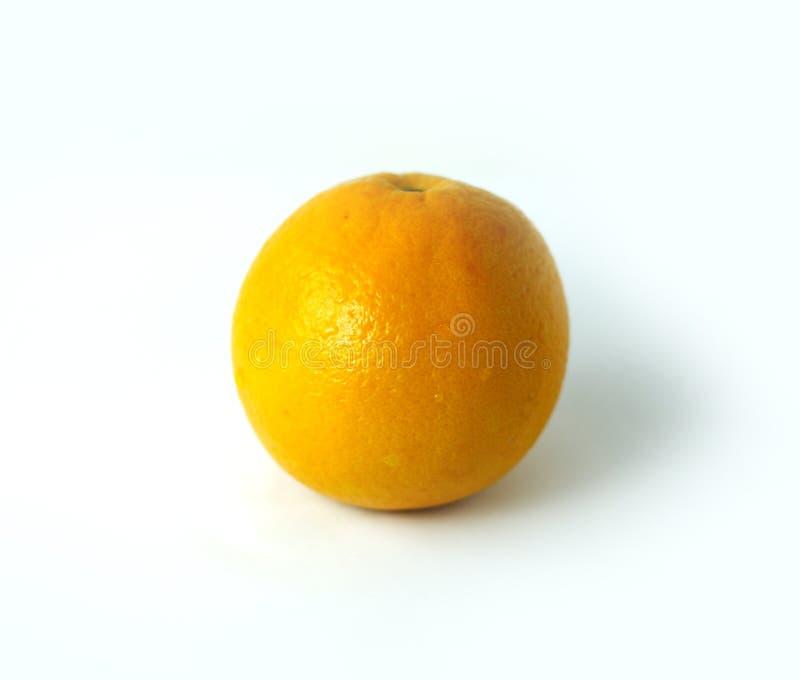 Verse sinaasappel die over witte achtergrond wordt geïsoleerd royalty-vrije stock foto's