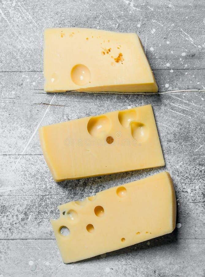 Verse stukken van kaas stock foto's