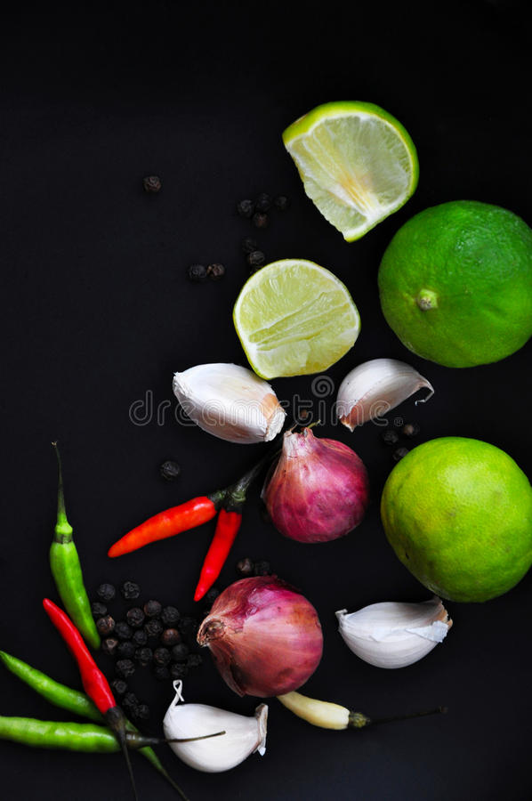 Verse Thaise Voedselingrediënten op Zwarte Achtergrond stock fotografie