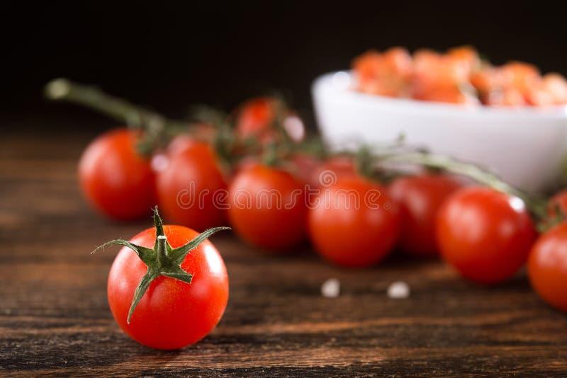Verse tomaat met salsasaus royalty-vrije stock afbeelding
