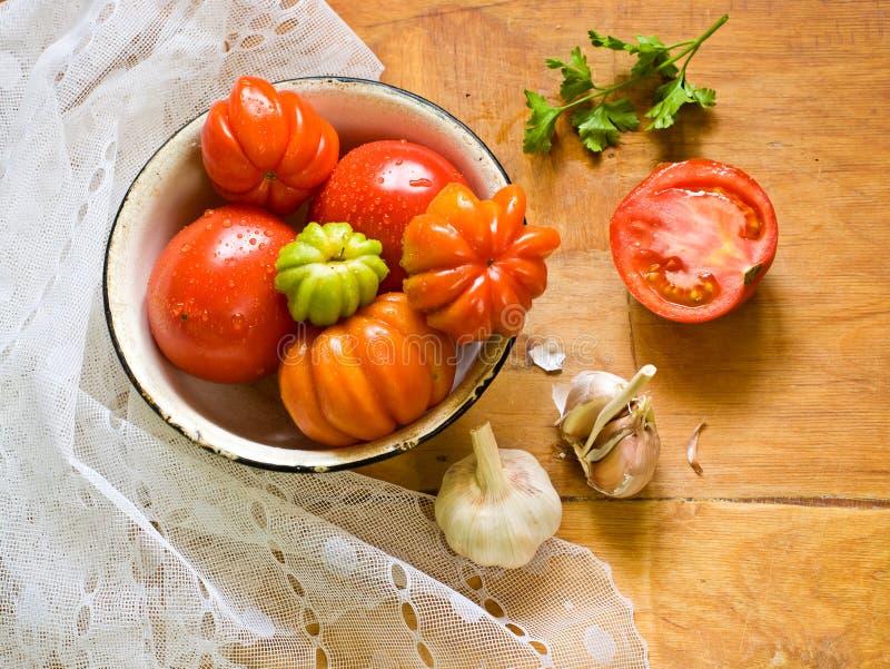 Verse tomaten, knoflook en peterselie royalty-vrije stock foto