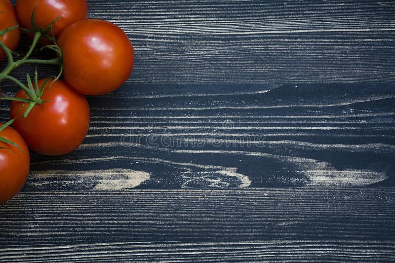 Verse tomaten op een tak royalty-vrije stock foto