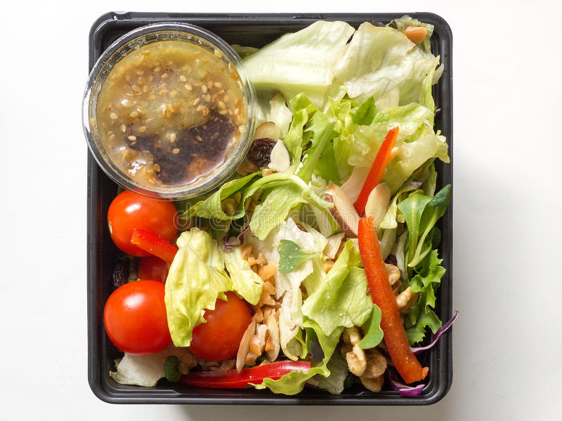 Verse vegatable salade in een plastic pakket royalty-vrije stock afbeeldingen