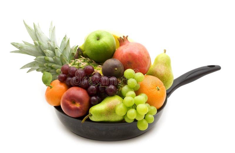 Verse vruchten in de pan stock fotografie