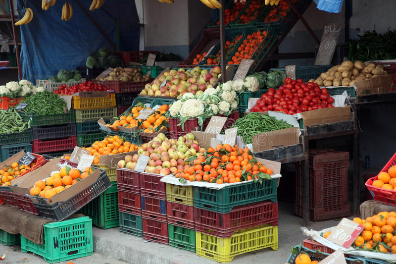 Verse vruchten en groenten op markt, Gr-Jem, Tunesië stock afbeeldingen