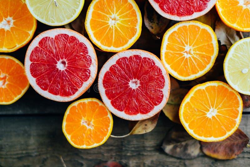 Verse Vruchten Gemengde vruchten achtergrond Het gezonde eten, het op dieet zijn Achtergrond van gezonde verse vruchten Fruitsala royalty-vrije stock fotografie