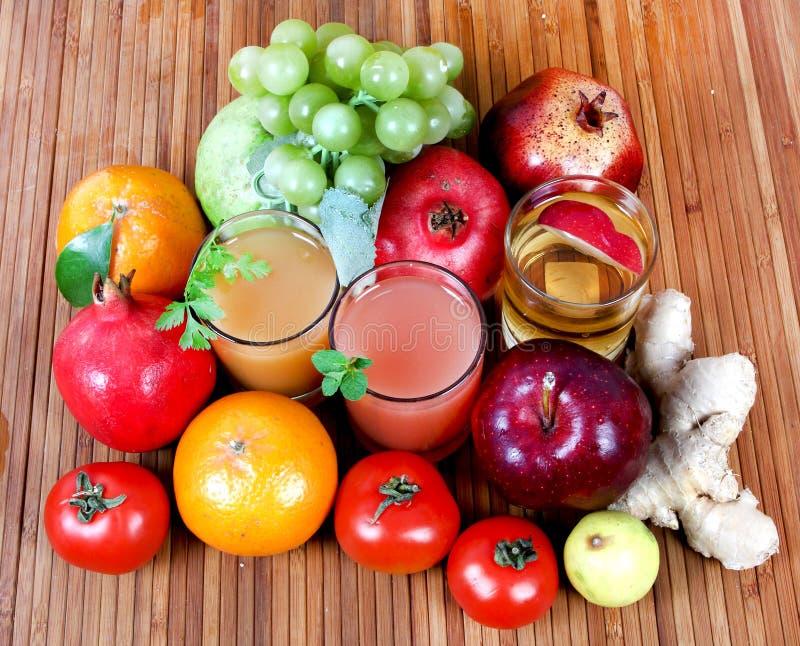 Verse vruchtesappen stock foto
